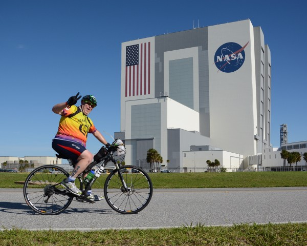 Racer passing the Vehicle Assembly Building